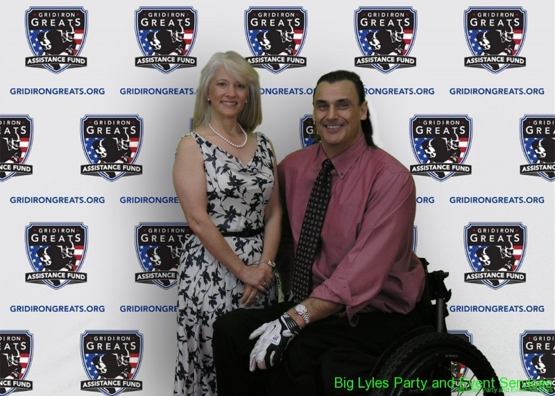 supporting members  on the Red Carpet at 2014 Detroit Gridiron greats event