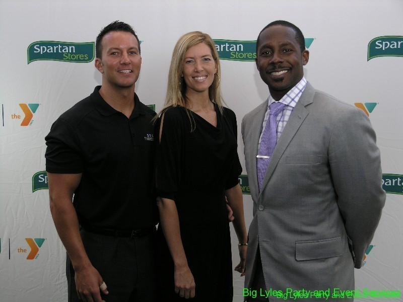 Desmond Howard, Michigan football legend with fans