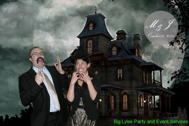 Couple by spooking house, a green screen photo effect